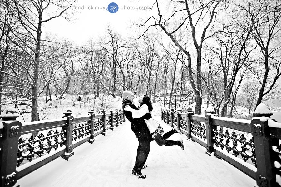 POLLY AND JOSH'S SNOWY CENTRAL PARK ENGAGEMENT SESSION | NYC, NY WEDDING PHOTOGRAPHER