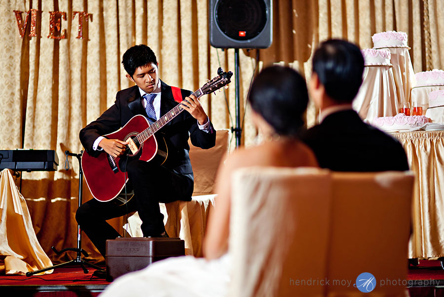 Mulan-NY-Wedding-Photography-guitarist
