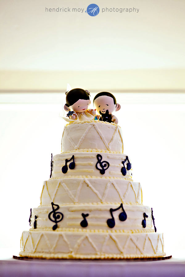 24-White-Meadow-Lake-House-Country-Club-wedding-cake-topper