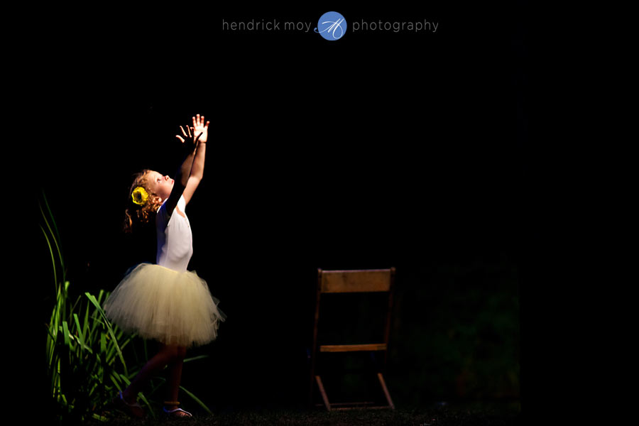 Hudson-Valley-Wedding-Photographer-NY-flowergirl-tutu