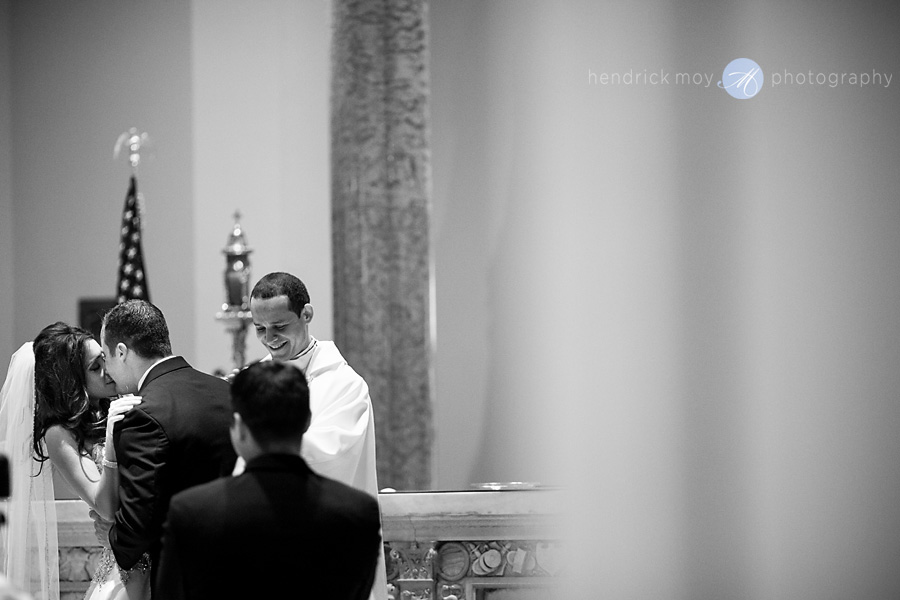 first kiss picture st. paul church nj hendrick moy photography