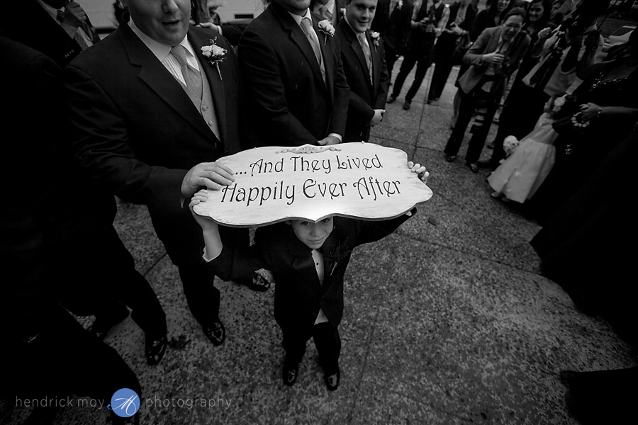 here comes the bride sign picture hendrick moy photography