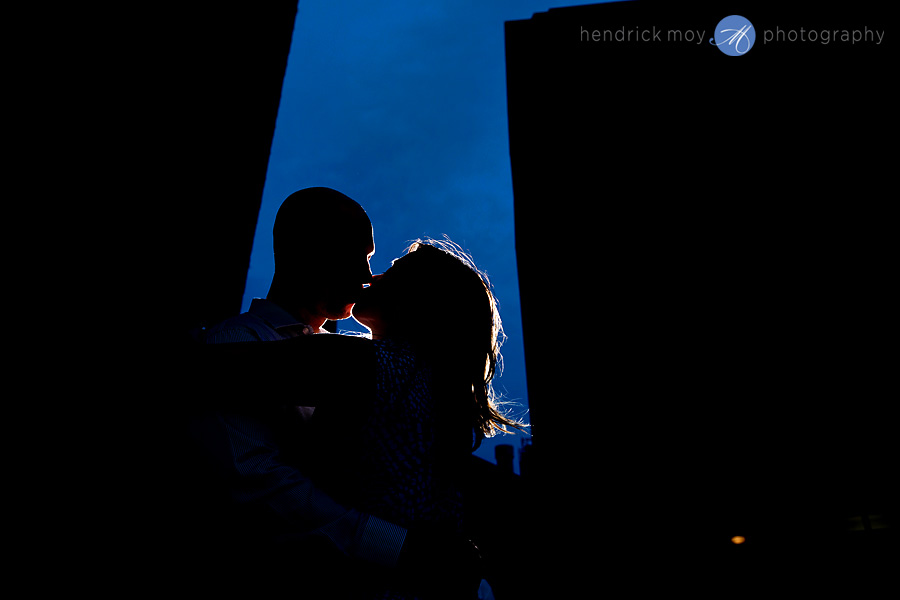 brooklyn engagement photographer silhouette DUMBO