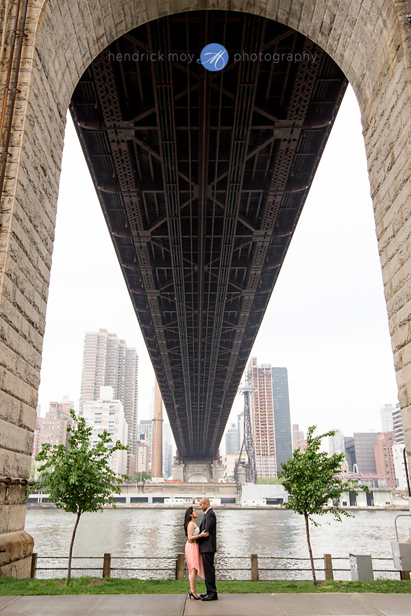 Roosevelt Island engagement photographer manhattan bridge