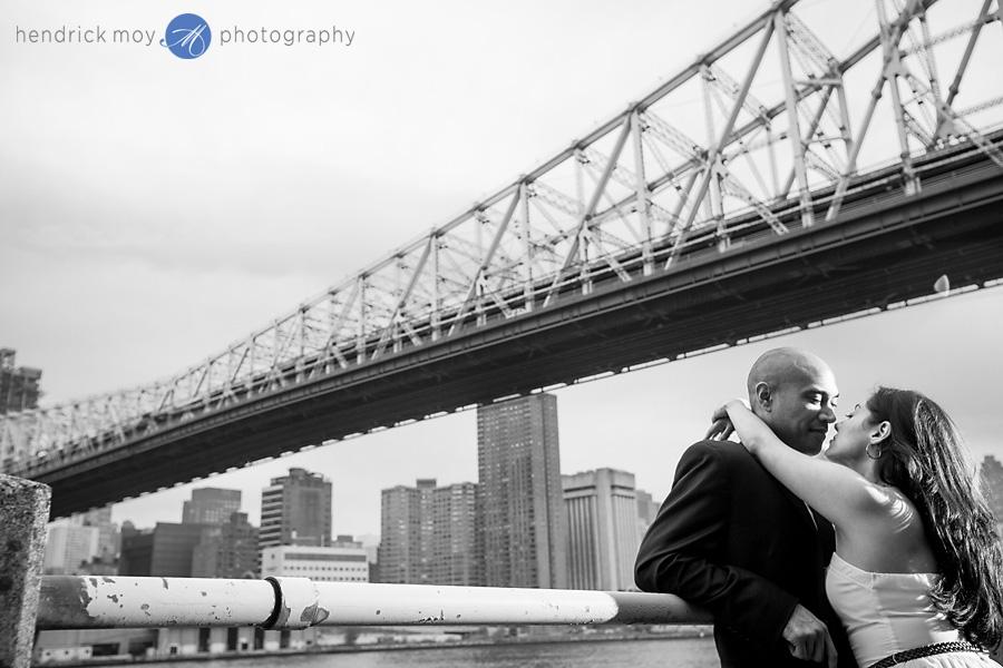 Roosevelt Island engagement photographer bridge