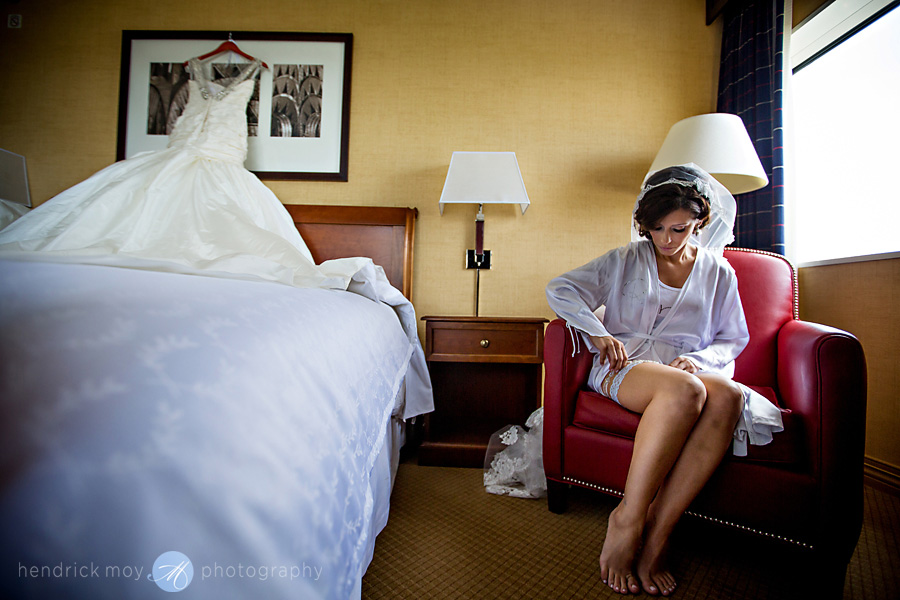 Meadowlands-Sheraton-NJ-Wedding-Photographer-Hendrick-Moy-getting-ready-garter