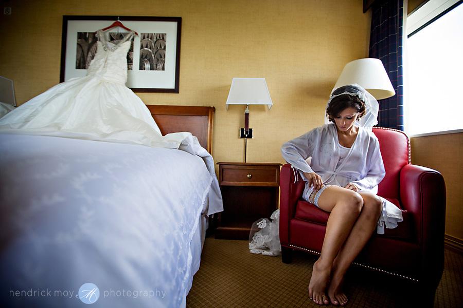 Meadowlands-Sheraton-NJ-Wedding-Photographer-Hendrick-Moy-getting-ready-garter