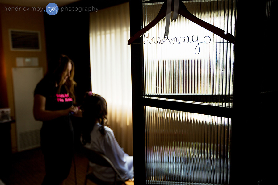 Meadowlands-Sheraton-NJ-Wedding-Photographer-Hendrick-Moy-down-the-aisle-with-style