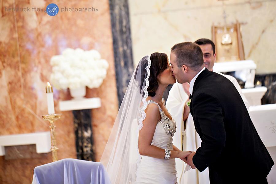 Our-Lady-Fatima-Newark-NJ-Wedding-Photographer-Hendrick-Moy-first-kiss