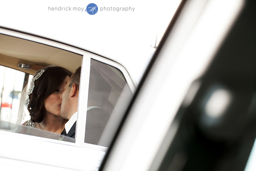 Newark-NJ-Wedding-Photographer-Hendrick-Moy-kiss-in-limo