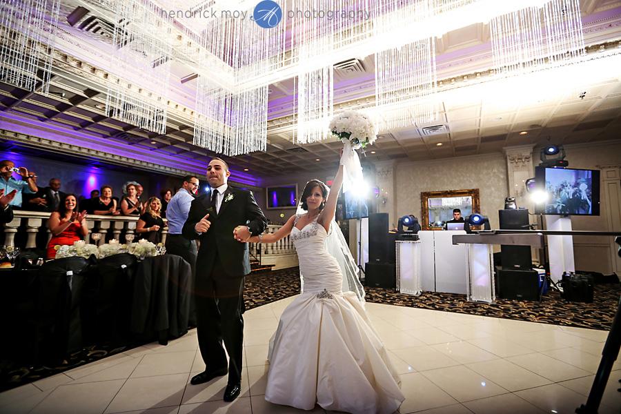nanina's-in-the-park-NJ-Wedding-Photographer-Hendrick-Moy-grand-entrance