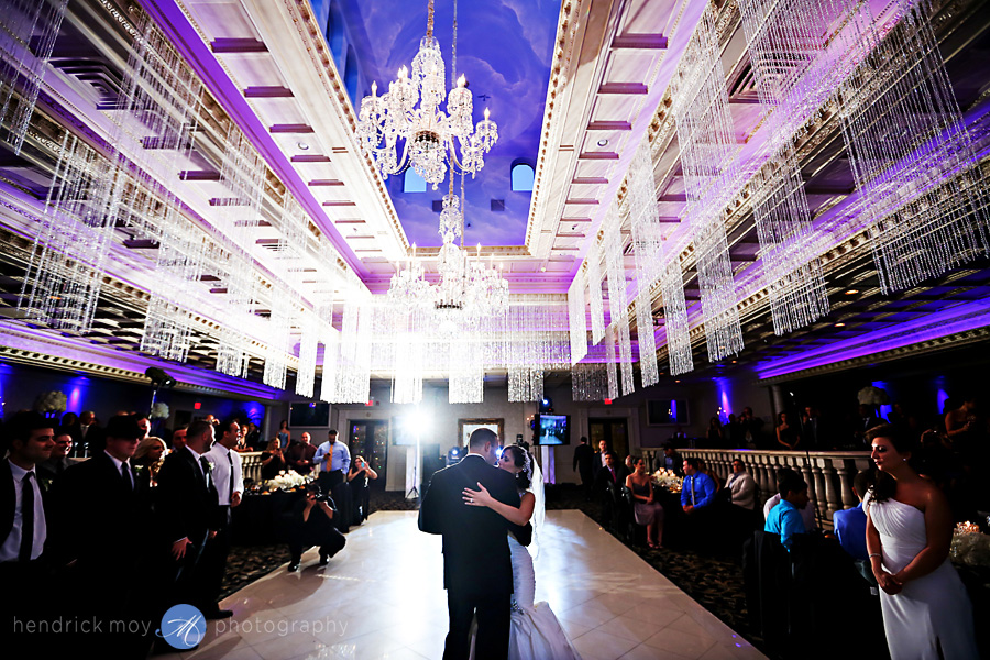 nanina's-in-the-park-NJ-Wedding-Photographer-Hendrick-Moy-first-dance-picture