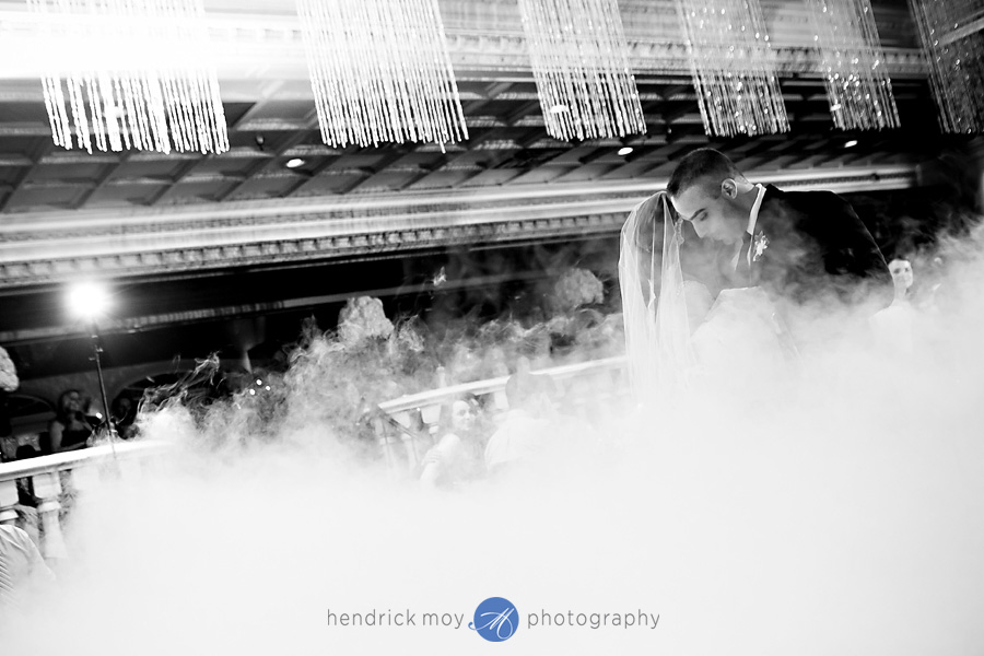 nanina's-in-the-park-NJ-Wedding-Photographer-Hendrick-Moy-smoke-first-dance