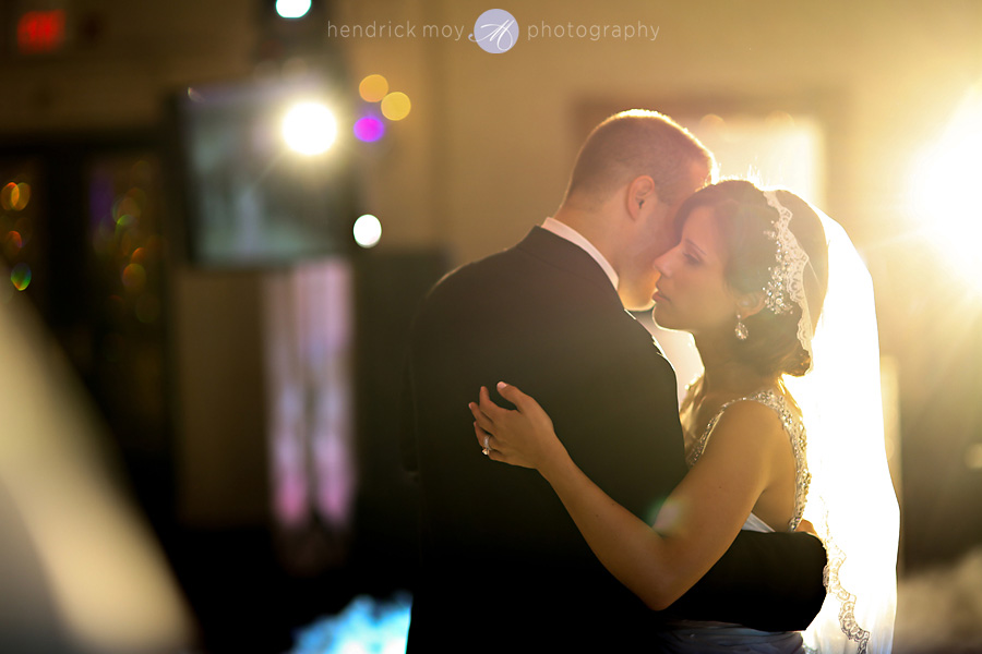 nanina's-in-the-park-NJ-Wedding-Photographer-Hendrick-Moy-first-dance
