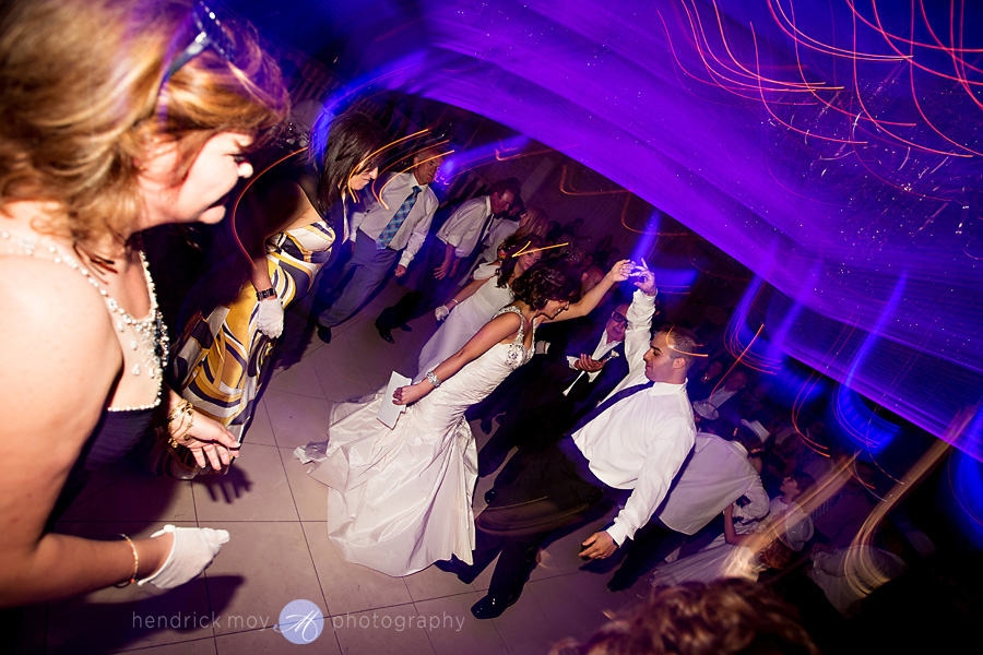 nanina's-in-the-park-NJ-Wedding-Photographer-Hendrick-Moy-dancing-pictures