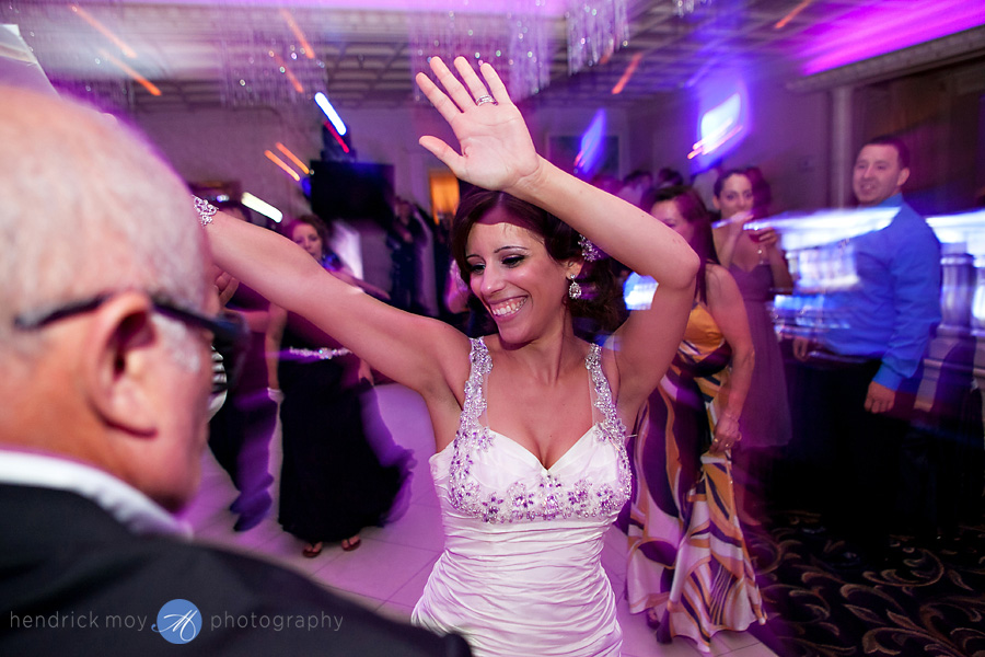 nanina's-in-the-park-NJ-Wedding-Photographer-Hendrick-Moy-dancing-photos