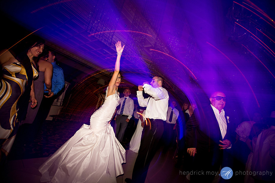 nanina's-in-the-park-NJ-Wedding-Photographer-Hendrick-Moy-bride-groom-dance