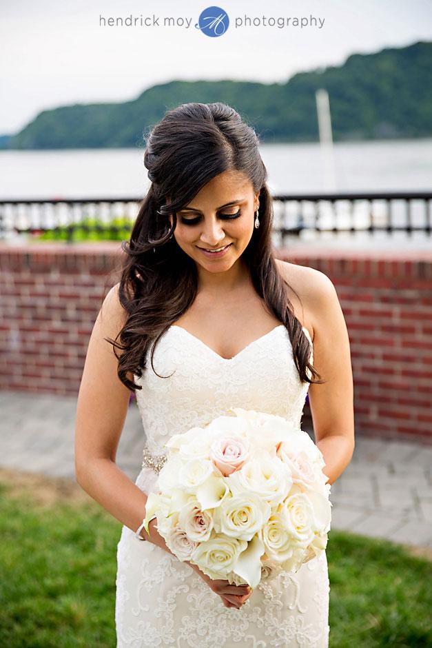 bride holding flowers poughkeepsie hendrick moy