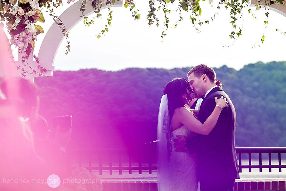 wedding ceremony at the poughkeepsie grandview ny hendrick moy photography