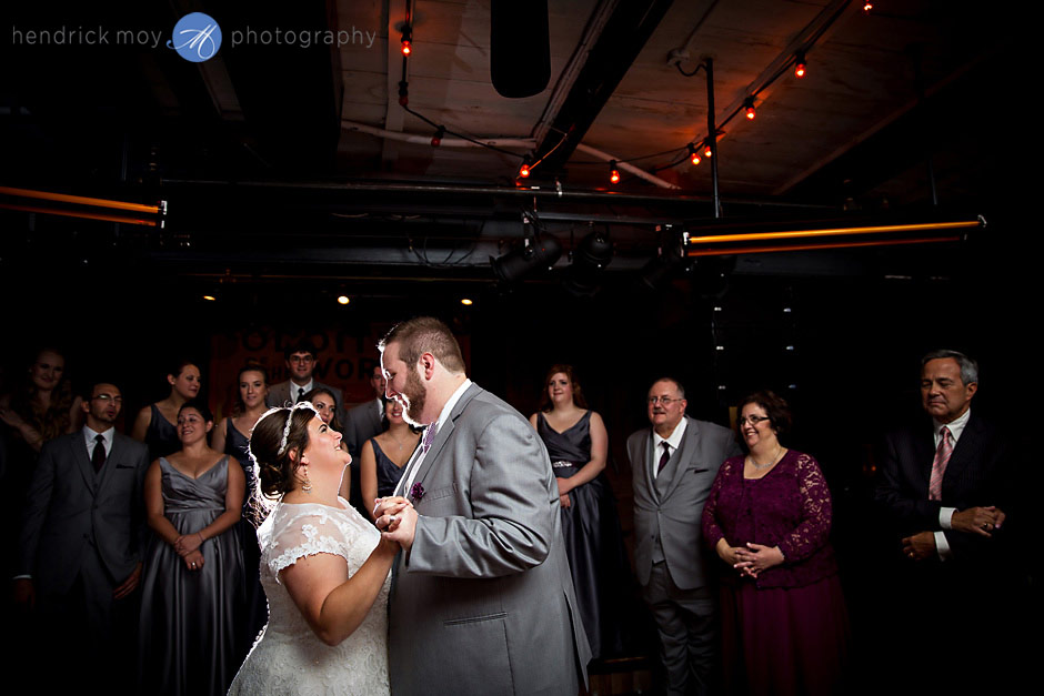 ny wedding first dance dinosaur bbq syracuse ny photographer hendrick moy