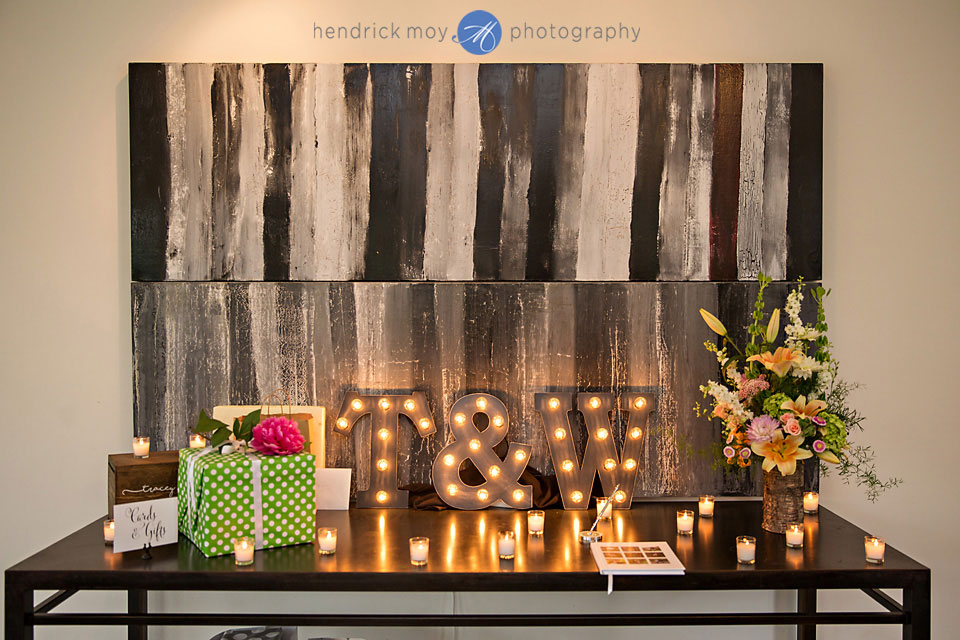 wedding photographer beacon ny roundhouse gift table details