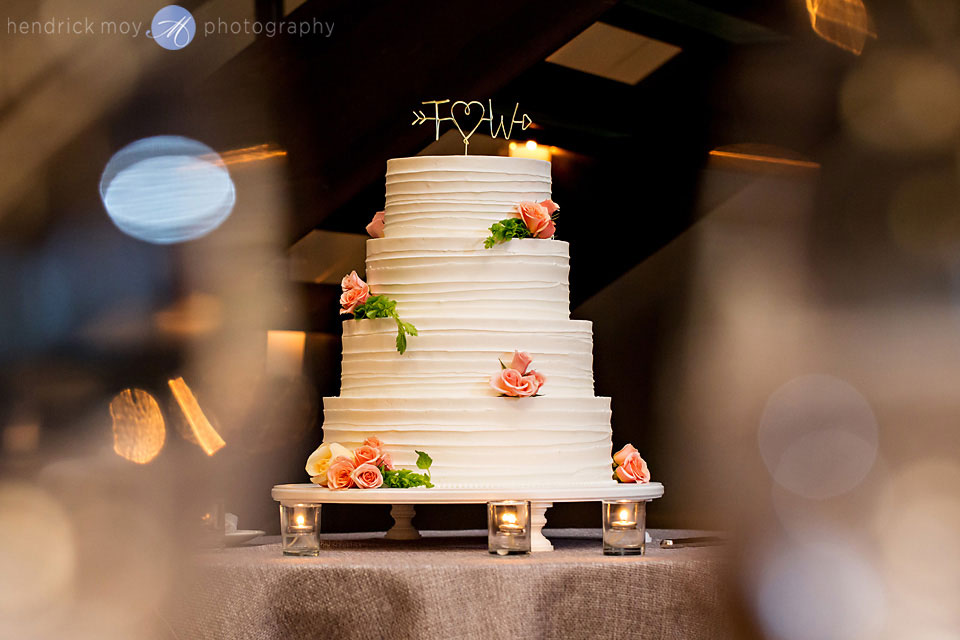 wedding photographer beacon ny roundhouse cake